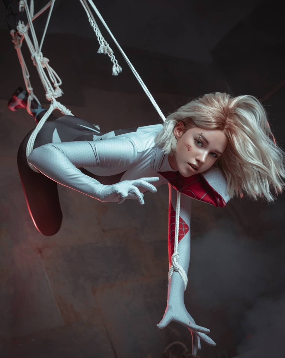 Sexy Gwen Stacy Cosplay