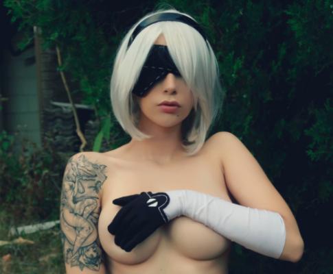 Nude 2B cosplay